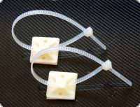 Kabelbinder lösbar + Sockel  (je 2 St. in VP)